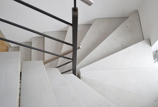 imi-beton-glattschalung-grau-treppe-02